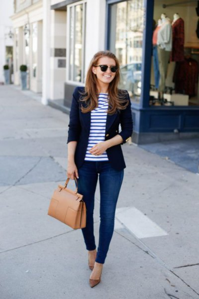 dark blue blazer with striped tee and skinny jeans