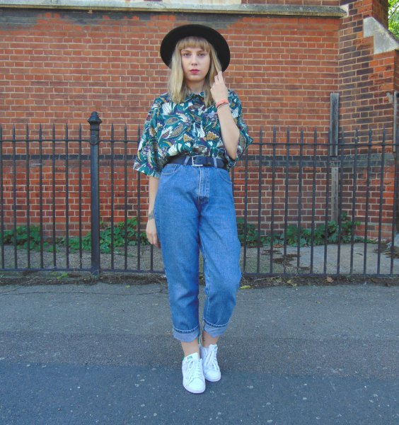 floral printe navy shirt with old school mom jeans and felt hat