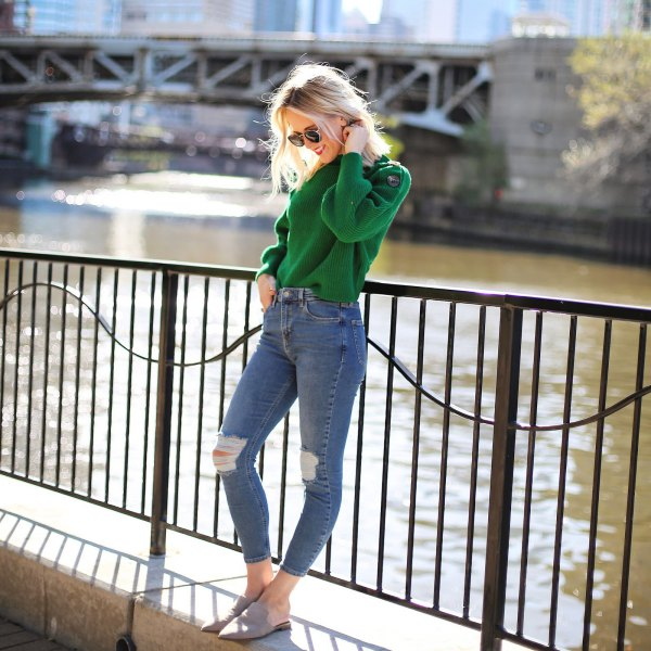 green sweater with blue ripped knee skinny jeans and grey sandals