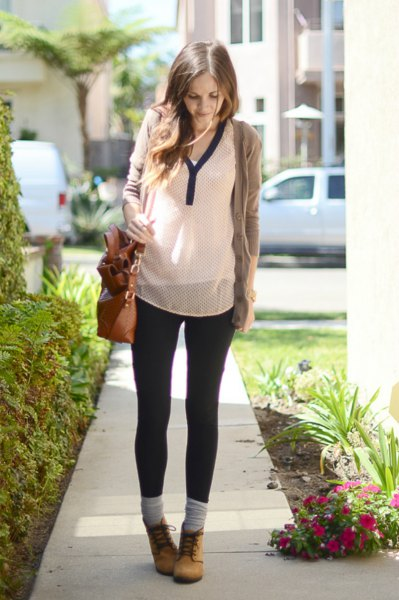 grey sweater with white chiffon blouse and skinny jeans