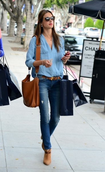 light blue button up shirt with belted jeans and tan boots