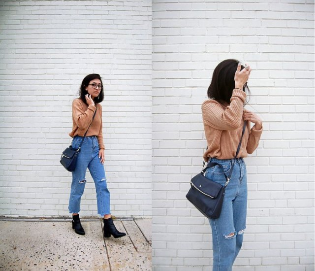 light brown ribbed sweater with blue mom jeans