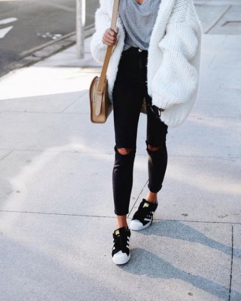 white ribbed chunky cardigan sweater with grey oversized tee and black jeans
