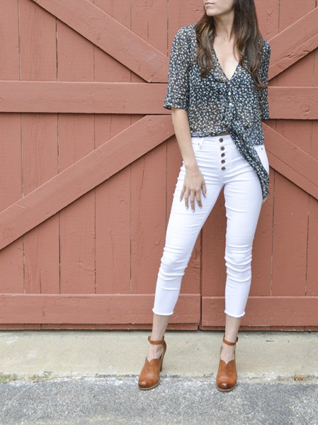 black and white polka dot chiffon shirt with skinny jeans