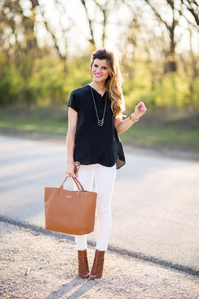 black chiffon short sleeve blouse with white skinny jeans