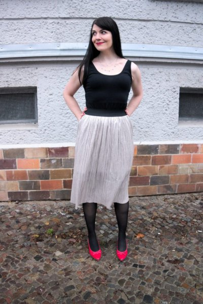 black scoop tank top with light grey midi skirt and red kitten heels
