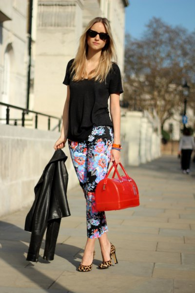 black short sleeve blouse with floral printed slim fit cropped pants