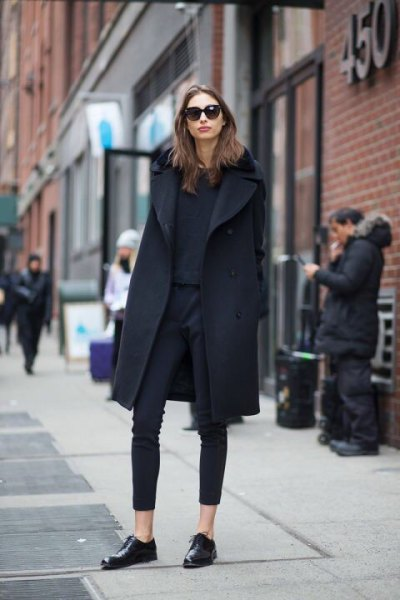 black wool coat with ankle skinny jeans and leather shoes