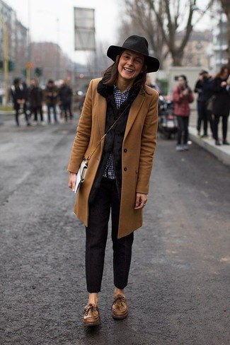 brown longline blazer with black slim fit pants and floppy hat