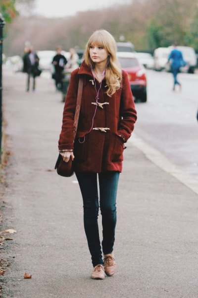 burgundy wool coat with dark grey skinny jeans and light brown dress shoes