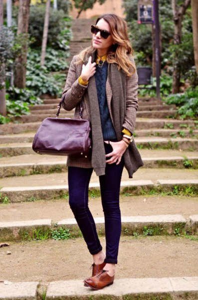 grey knit cardigan with dark skinny jeans and brown oxford shoes