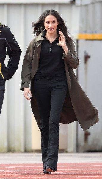 grey longline golf jacket with black skinny jeans