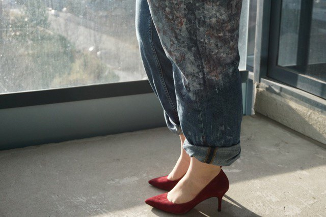 greyish blue straight leg cuffed jeans with burgundy pointed toe suede heels