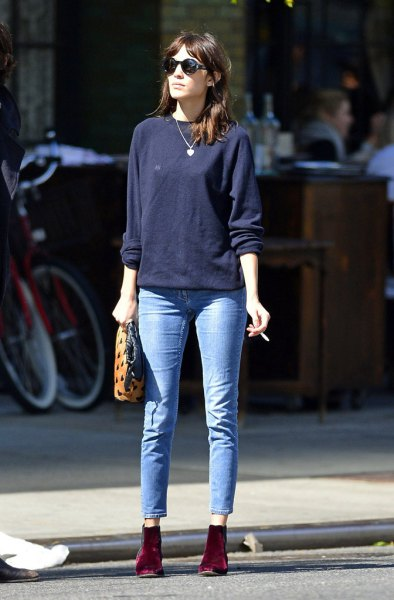navy blue sweatshirt with light blue skinny jeans and burgundy suede boots