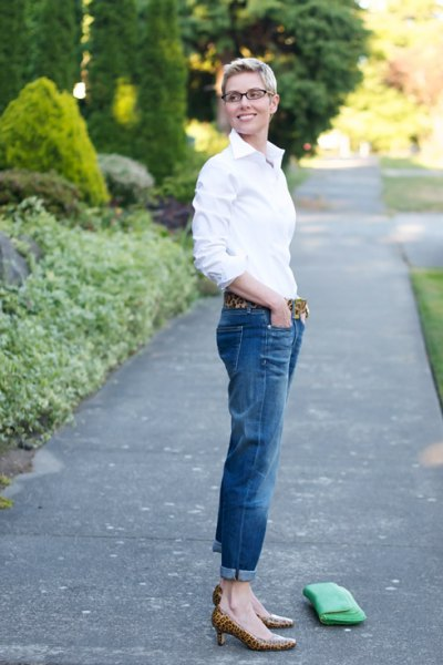 white button up shirt with blue cuffed jeans and leopard print low heels