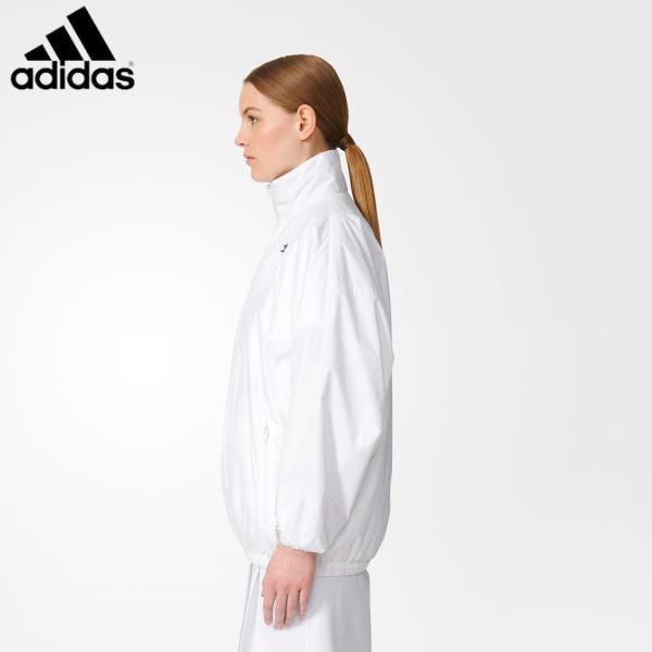 white mock neck windbreaker with running pants