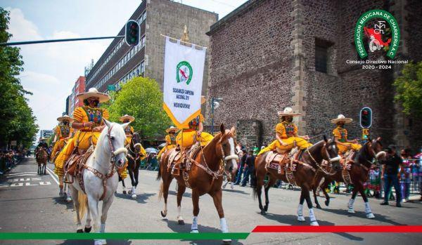 También participó en esta parada militar la escaramuza Mexiquense, campeona nacional 2019