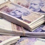 Estiman que habrá una devaluación del 15 al 20 por ciento en el mercado oficial del dólar antes de fin de año