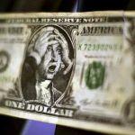 Argentinos, cada vez más pobres en dólares: así se desplomó el salario medido en esa divisa