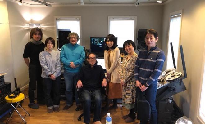 2017年12月23日、大津市内のBOSCOスタジオでFMおおつのジングル収録。中央イスが新谷キヨシさん。