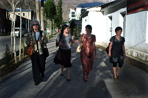 Vivian and Students and Gulya