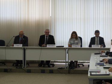 Andifes debate autonomia universitária e presta homenagem a Murílio Hingel