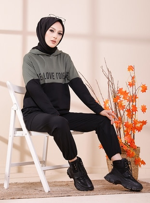 Jual jilbab hijab instan muslimah terbaru premium zumba hijab ringan sport terbaru kerudung olahraga senam sports basic instant olahraga gym lari renang u7. Printed Khaki Sweat Shirt