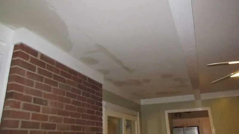 رطوبة الجدران دليل قوي على تسربات المياه