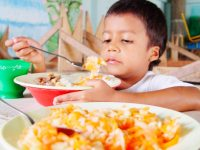 En medio de sus problemas, no olvidemos los beneficios del Programa de Alimentación Escolar (PAE) en Colombia