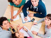 ¿Cuál debe ser en énfasis de la educación durante la adolescencia?