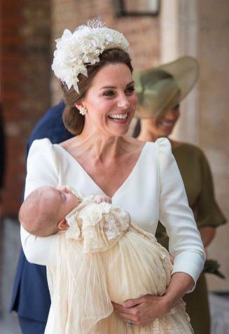 kate-middleton-vestido-blanco-bautizo-principe-louis-01-1531153032