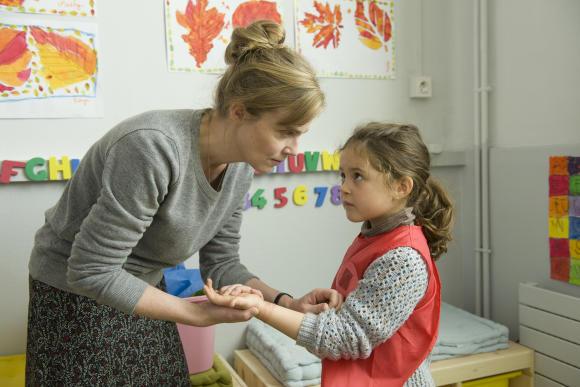 Isabelle Carré, Elsa Hyvaert (© Jean-François Baumard/LM Films/FTV)