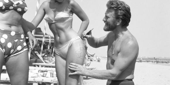 Kirk Douglas à la plage, 1953