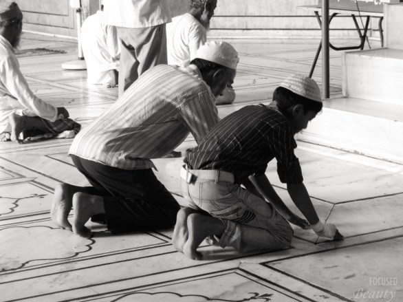 boy-learning-to-pray-in-the-mosque
