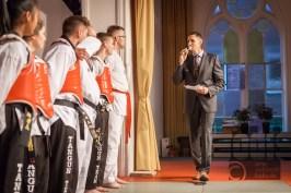Jamil Tarkhani Interviewt die Karate Schüler
