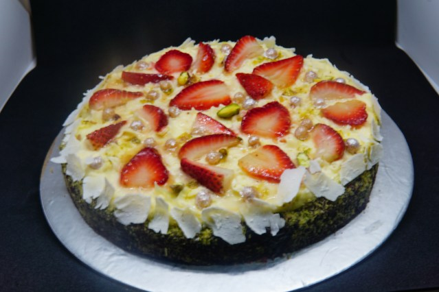 Strawberry Roulade (Swiss Roll) 001