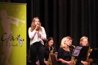 "Musikschülerin Luisa Lehnberg mit dem Orchester ""Clax & Friends"""