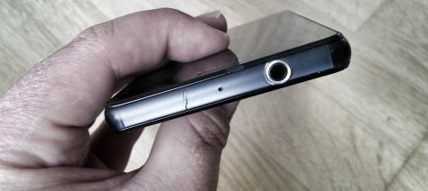 Sony Xperia Z3 Compact - Cracked frame