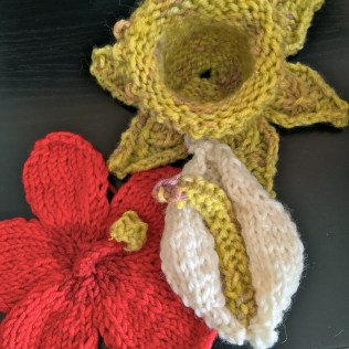 20tomake-knitted-flower-daffodil