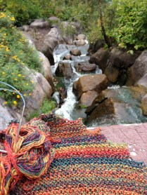 hitchhiker-knitting-golden-gate-park-stow-lake-huntington-falls-knit-in-public-rocks-by-water