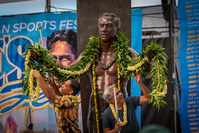 duke-kahanamoku-statue-birthday-lei-draping-waikiki-fokopoint-6763 Duke Kahanamoku Lei Draping Ceremony