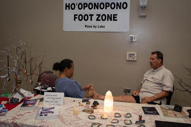 hooponopono-foot-zone-pono-loke-ohm-expo-honolulu-2019-fokopoint-1107 Organic Holistic & Metaphysical Expo