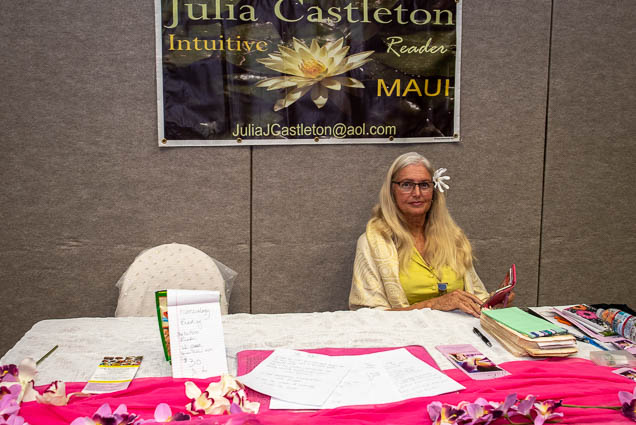 julia-castleton-intuitive-reader-maui-ohm-expo-honolulu-2019-fokopoint-1098-1 Organic Holistic & Metaphysical Expo