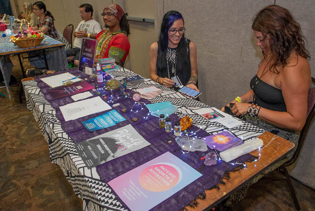moon-lavender-psychic-intuitive-ohm-expo-honolulu-2019-fokopoint-1095 Organic Holistic & Metaphysical Expo