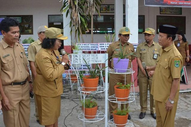Sekolah di Kuala Kapuas Sumbang Pot Bunga ke Pemkab Demi Adipura