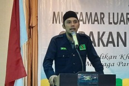 Polisi Bagikan Sembako ke Menteng Raya 58 Sebagai Pengganti Tindakan Represif?