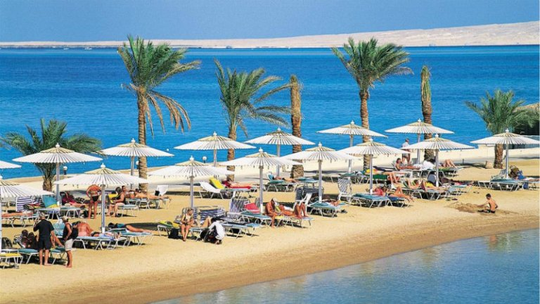 World___Egypt_Golden_Beach_in_the_resort_of_Hurghada__Egypt_066387_