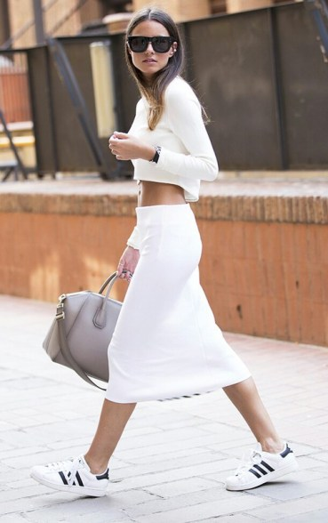 sneaker-street-style-fashion-blogger-black-sneakers-white-sole-are-the-new-sneaker-street-style-trend-the-sneaker-street-style-strut