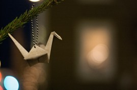Og vel hjemme i Harstad på juleferie pyntet vi juletrær. I sentrum, med papirtraner - naturligvis. Ringen er sluttet :p