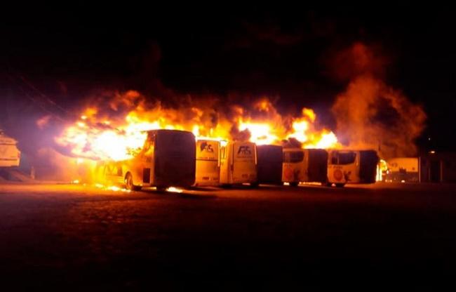 Incêndio criminoso atinge mais de 15 ônibus em Jacobina/BA e causa prejuízo de milhões